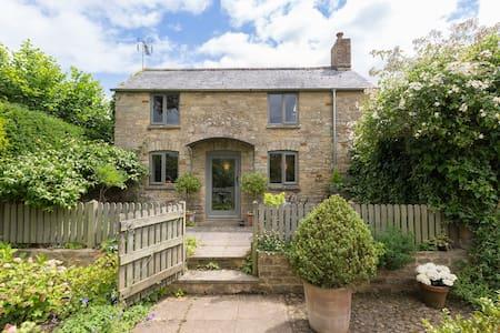 Five Bells Garden Cottage, Bledington, Cotswolds