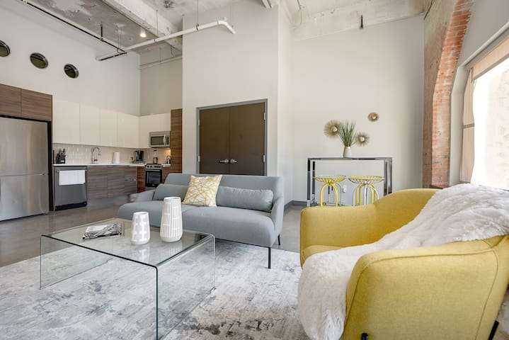 NO CLEANING FEE! Luxury Living in Downtown Dallas