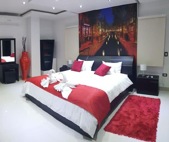 Suite Amsterdam - Sabanilla Montecarmelo - Bed & Breakfast