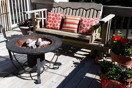 Tranquil Pocono Mountain Chalet - Tobyhanna Township