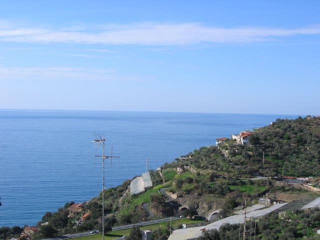 Havsutsikt & takterasser i Ligurien - Poggi