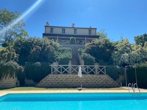 Appartamento con piscina vicino al mare