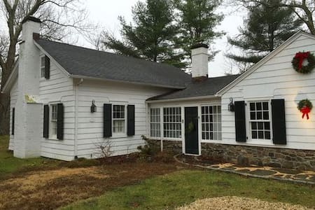 Completely Renovated Historic Schoolhouse - Pound Ridge - Hus