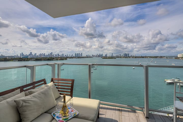 LUXURY 2 BEDROOM 2 BATH WITH BALCONY AT 1100 WEST