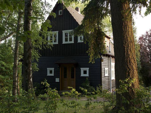 Gemütliches Holzhaus im englischen Stil - Uslar - Casa