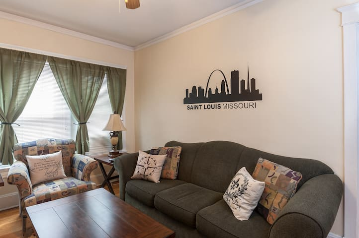 #3 Historical 2BR St Louis Zoo,Downtown,Forest Pk