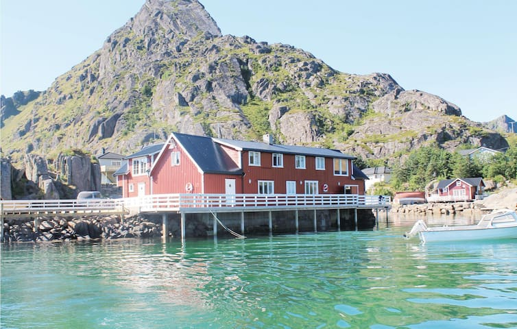 Semi-Detached with 2 bedrooms on 110m² in Sennesvik