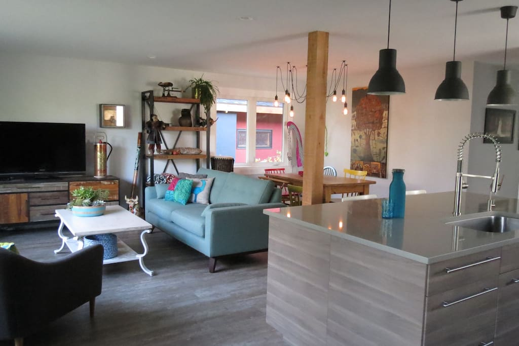 Bright And Friendly Open Concept