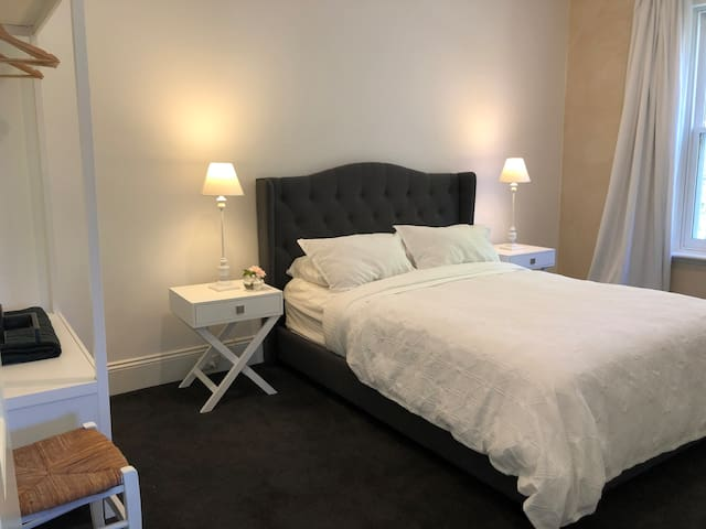 2nd bedroom with Queen Bed, quality linen