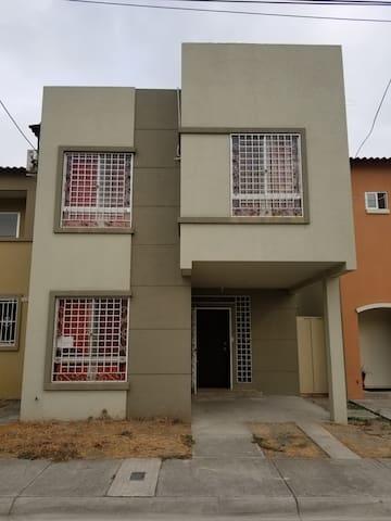Casa en Sambocity cerca de la via principal