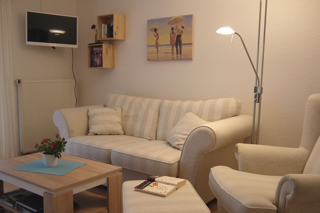 Sitzecke mit LED-Fernseher