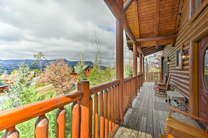 3BR Cabin Mins from Great Smoky Mountains Parkway!