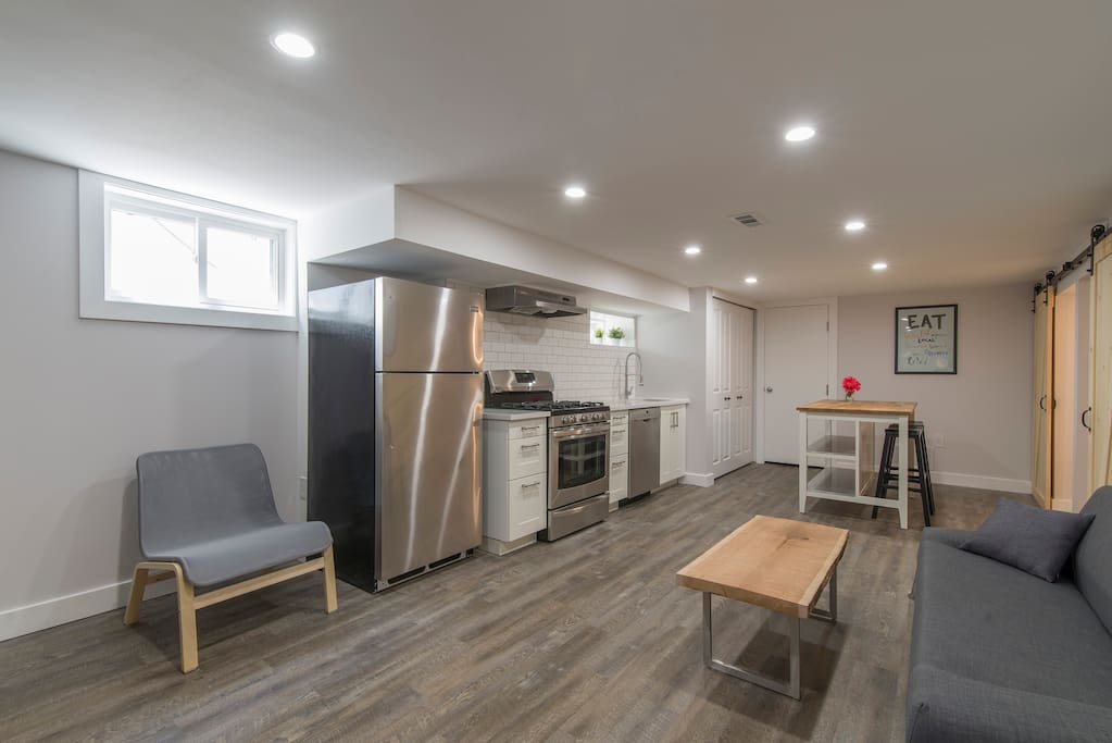 Spacious Wellington West 2 Bedroom Apartment Guest Suites For Rent In Ottawa Ontario Canada