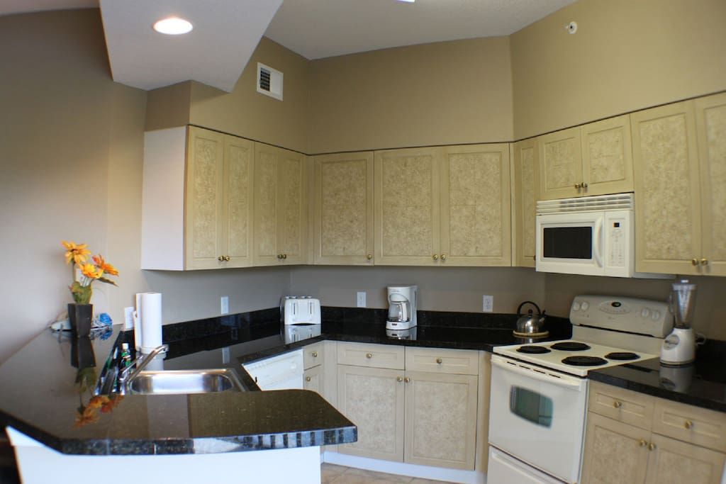 Fully Rquipped Kitchen with Granite Work Surfaces