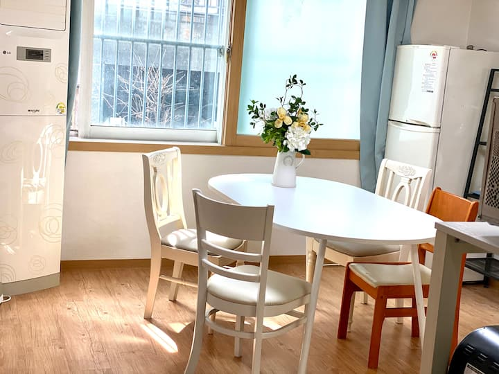 """3BR for 3-4 ppl Staying in Seoul Stn. SMU woman U"