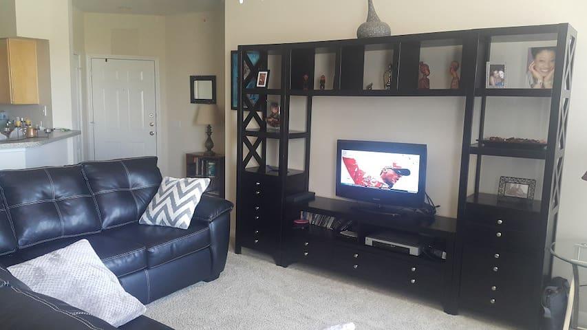 Cozy Ensuite Bedroom - Mesquite - Apartment