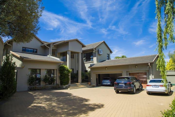 Bridoon House bright spacious luxury family home
