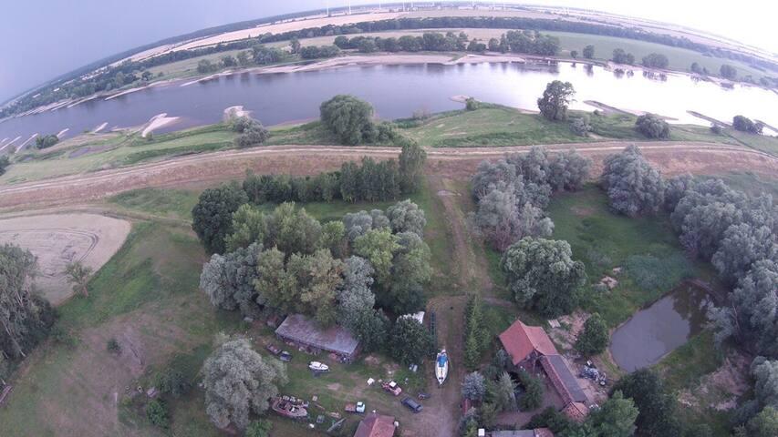 Urlaub im Grünen an der Elbe