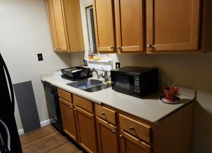 Basement room near the metro for comfortable stay