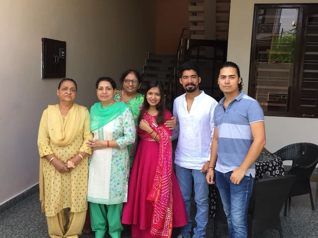Divya & her amazing family from Delhi !