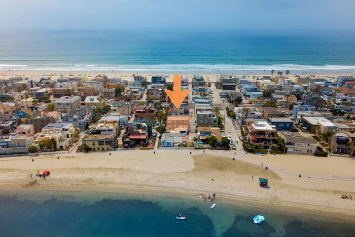 Amazing position, Actual apartment highlighted, in between Mission Beach and Mission Bay, steps to the sand
