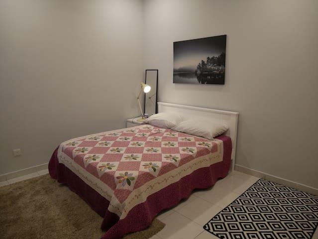 Private Room Jade Hill . Free Wifi. Netflix.