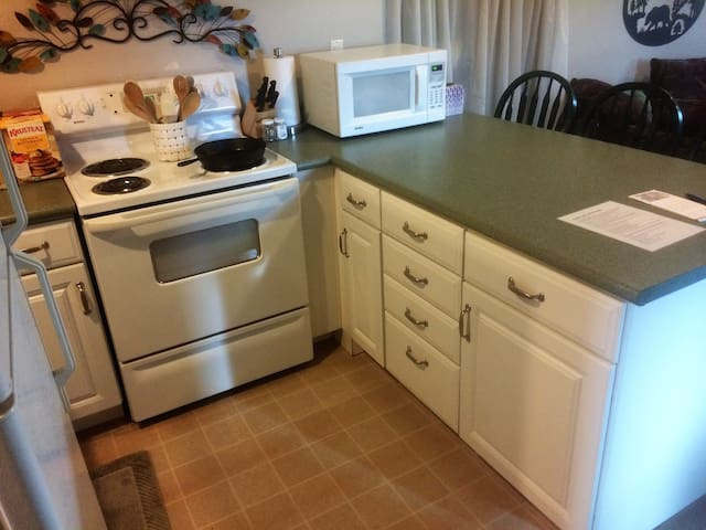 Kitchen with stove top & oven for your extended stays