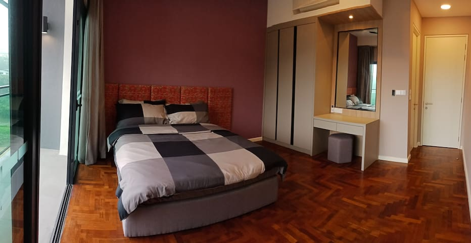 Bed Room with Queen size bed