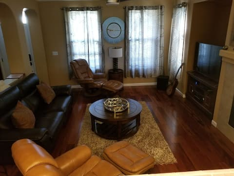 Relax in Natomas..minutes to airport and downtown!