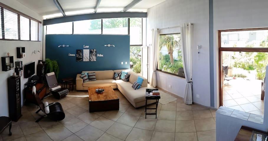 Twin Bedroom available in Parkhurst - Randburg - Casa