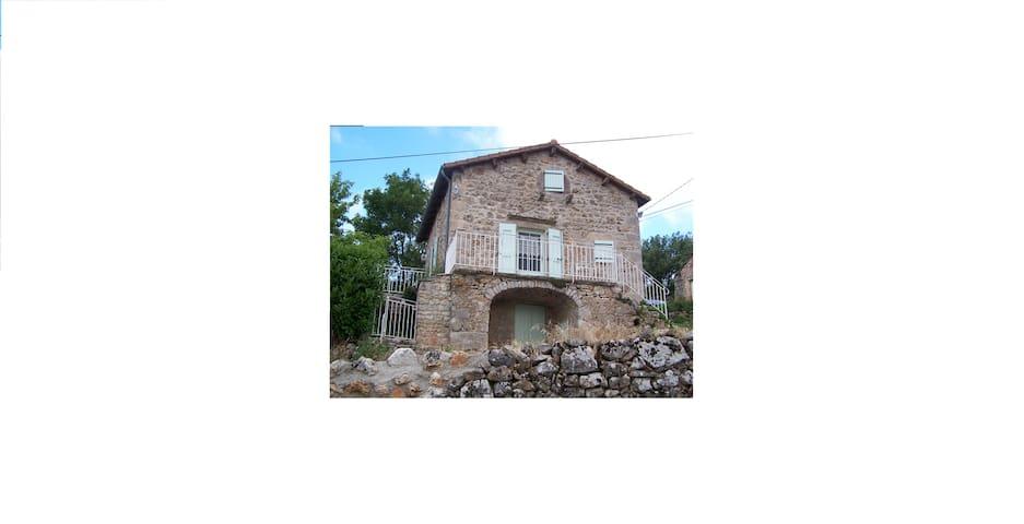 La Maison du Tailleur, Saint Sauveur du Larzac -12 - Nant