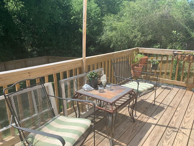 2 Bed 2 1/2 bath one mile walk to downtown Raleigh