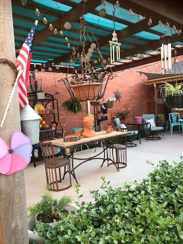 Downtown secret garden