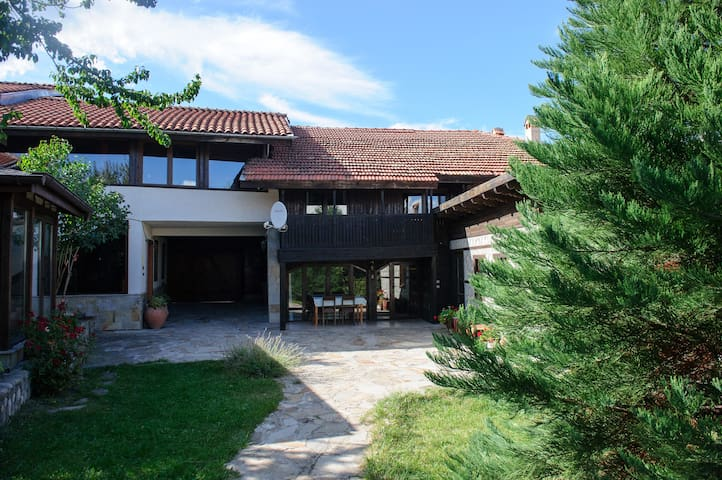 Holiday House Kulina (chalet A & chalet B)