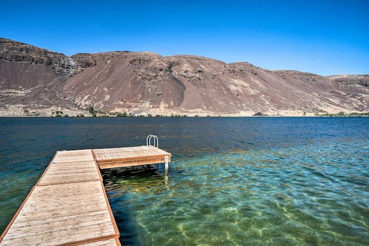 Waterfront Blue Lake Abode: Deck & Dock/Boat Lift!