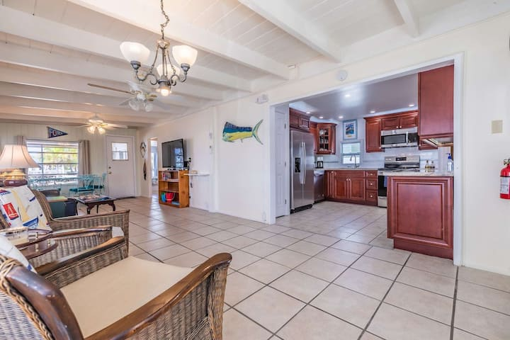 Captains Quarters - Convenient Canal Front Home Off Boot Key Harbor, Bring The Boat And The Dog!