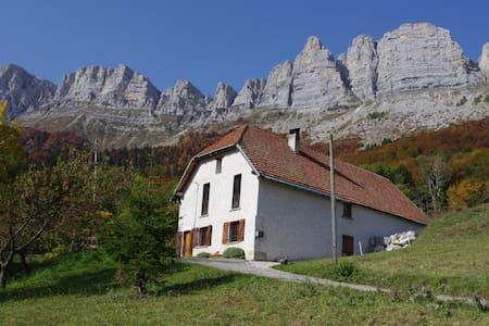 Les Clarines, pour 10 personnes, randonnées, calme - Saint-Andéol - Casa