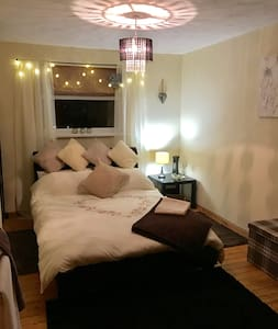 Stunning  newly decorated double room .... - Cardiff - Haus