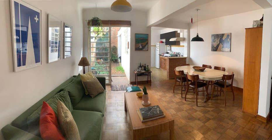 Casa charmosa com área verde na Zona Oeste de SP
