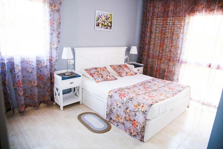 2 min to beach, 2 bedrooms, newly renovated apt. - Lloret de Mar