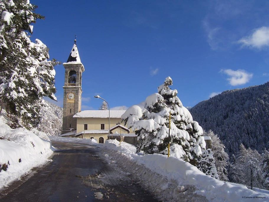 paese in inverno