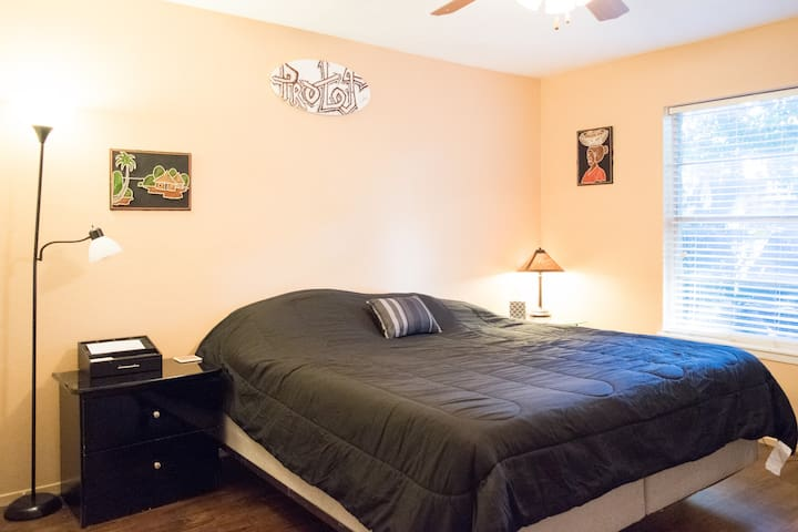 Memorial/Midtown. Best Deal with pool! - Houston - Apartamento