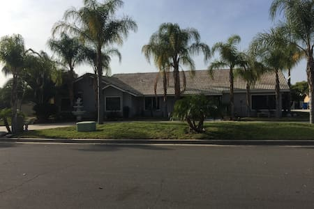 Quiet upscale neighborhood - Riverside - Casa