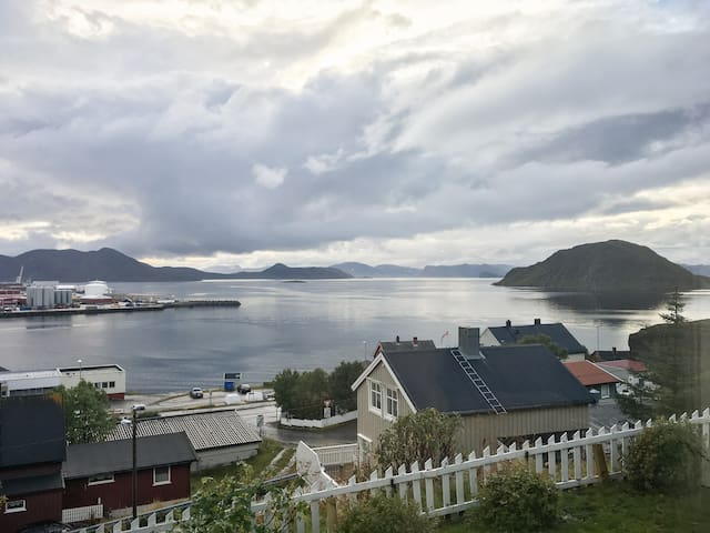 Nice room with great view near Hammerfest City. - Hammerfest - Hus