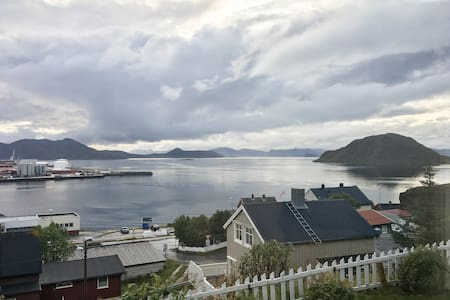 Nice room with great view near Hammerfest City. - Hammerfest - Dům