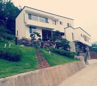 산 과 호수조망이 아름다운 별장 - 청도군 - 별장/타운하우스