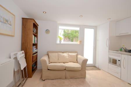 One bedroom (twin) flatlet/studio - Cowes - Appartamento
