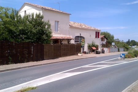 Chambre d'hôtes / Chambre double - Saint-Méard-de-Gurçon - Pousada