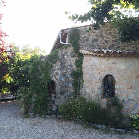 Stylished Old Mas Provencale - Saint-Cézaire-sur-Siagne - วิลล่า