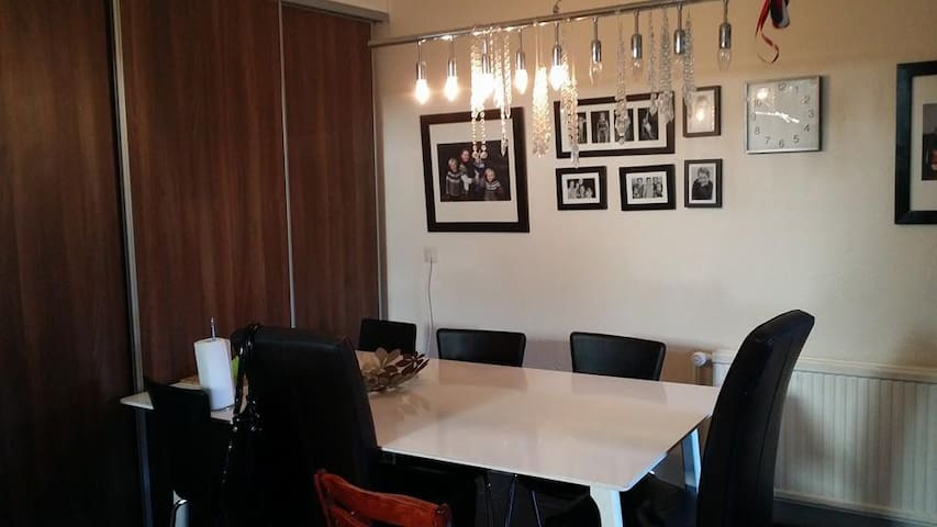 New Familyhouse for 8-12 people,  - Reykjavik - Hus